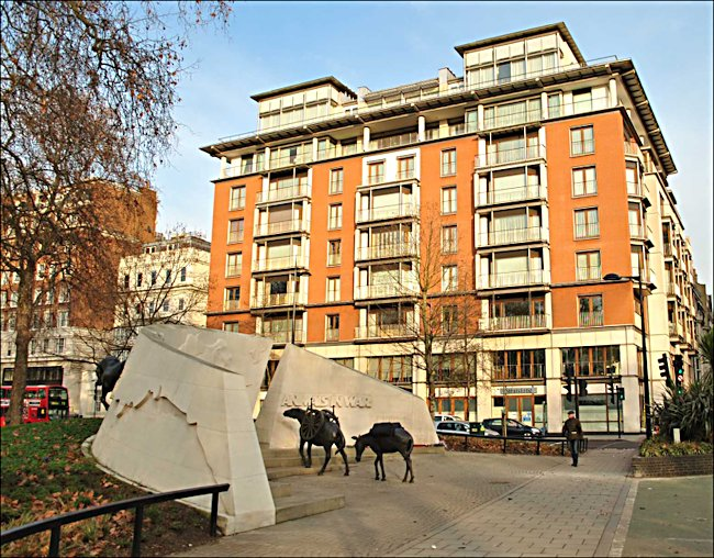 Harry Selfridge moved into an appartment in the newly completed Brook House, 113 Park Lane, London W1K 7AJ