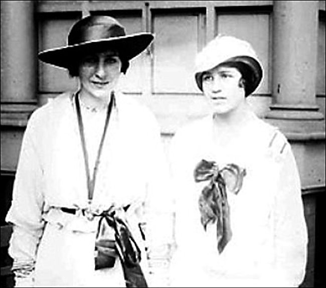 Rosalie and Violette Selfridge in 1914